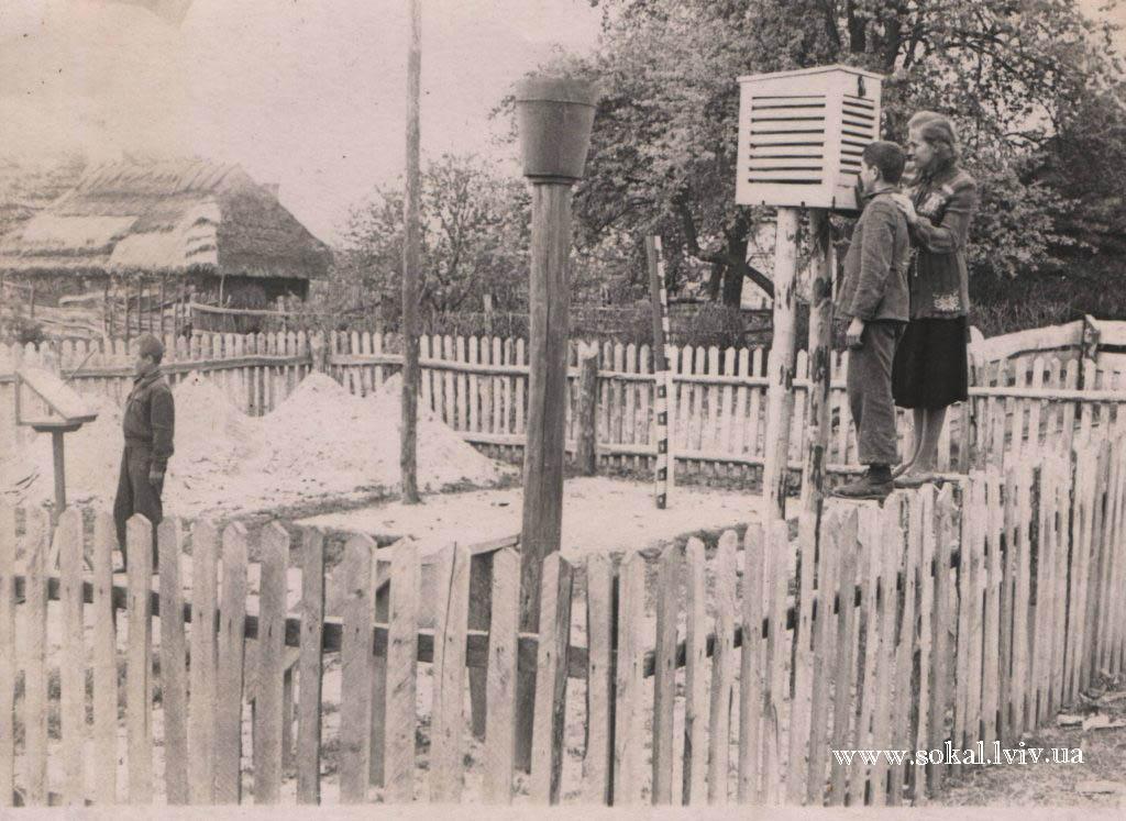 c.Двірці, Географічний майданчик біля школи
