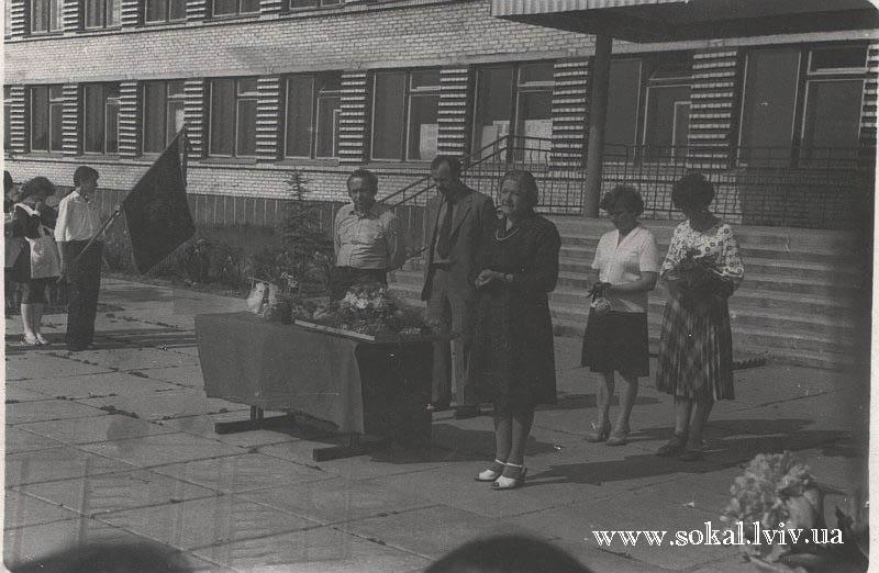 c.Двірці, Відкриття нової школи