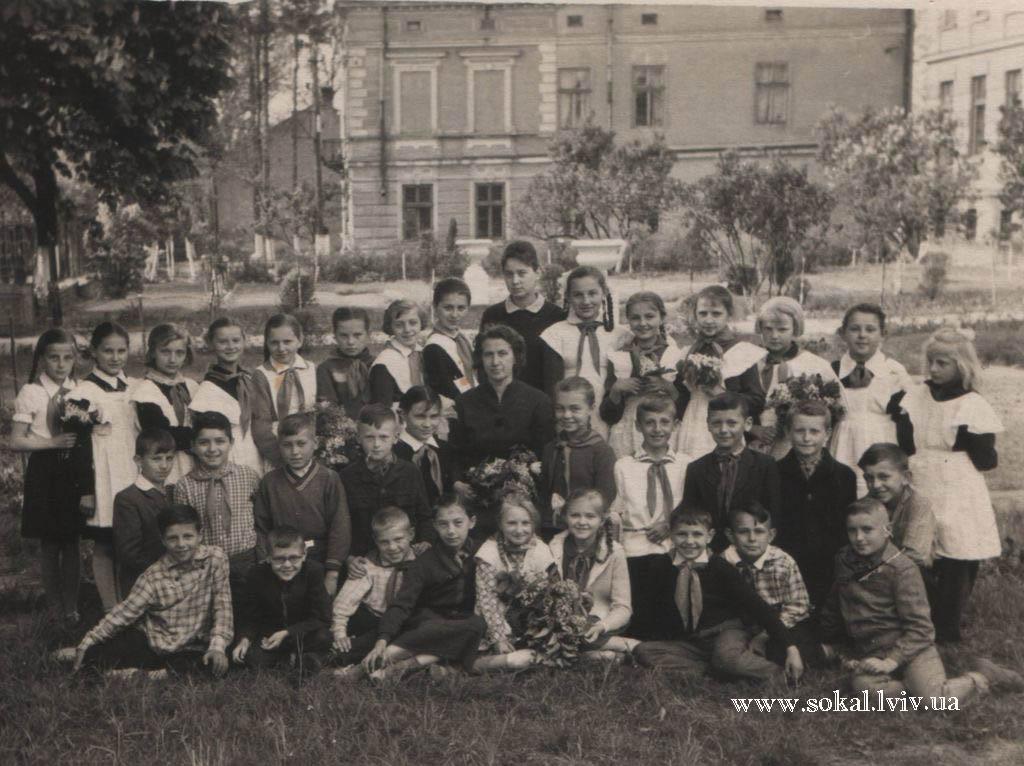 м.Сокаль, перед школою № 1