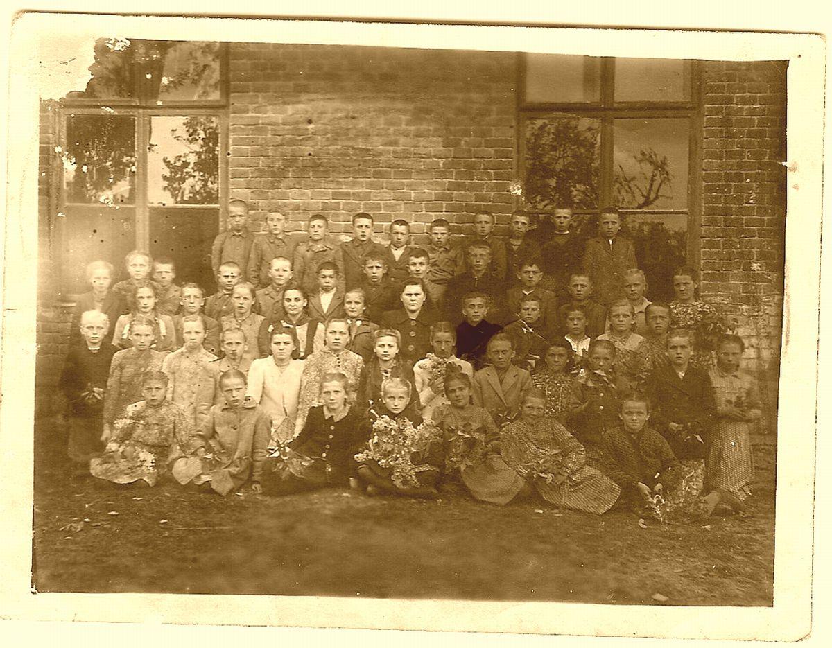 Учні з вчителькою Ольгою Михайлівною