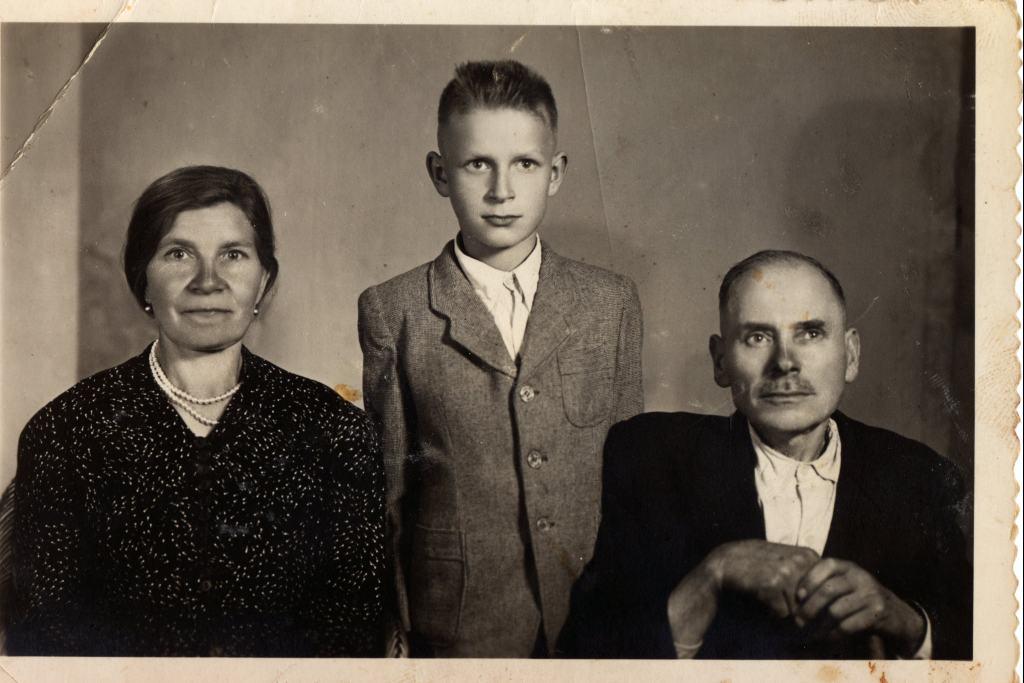 Чоловік на цьому фото- Дінтер Владислав Йоганович, був відомим шевцем у Сокалі, проживав по вулиці Шляхетській ( пізніше перейменованій на вул.Б.Хмельницького)
