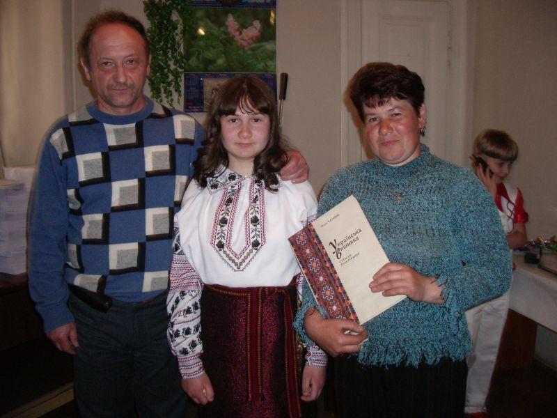 Юні  співаки з Сокаля  з директором видавництва В.Бойком НВФ
