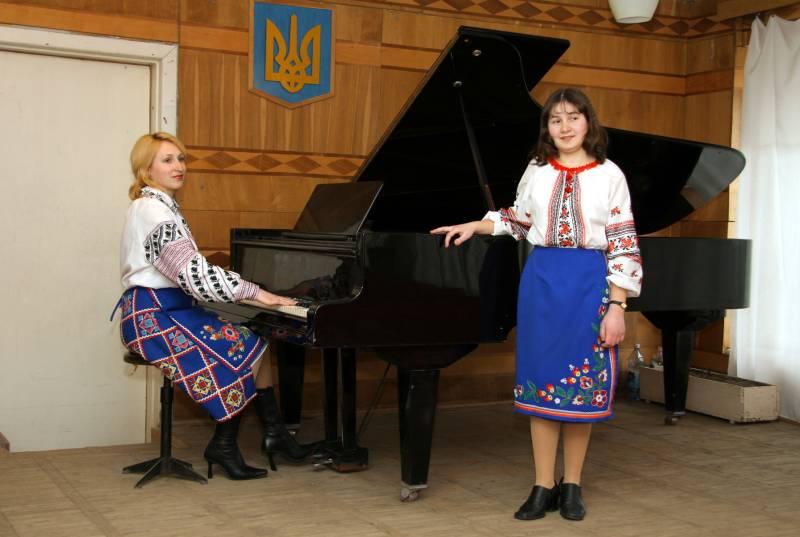м.Сокаль, Співає М.ПисарукНа концерті в школі мистецтв