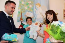 У пологовому відділенні Сокальської ЦРЛ вручили перші свідоцтва про народження дитини