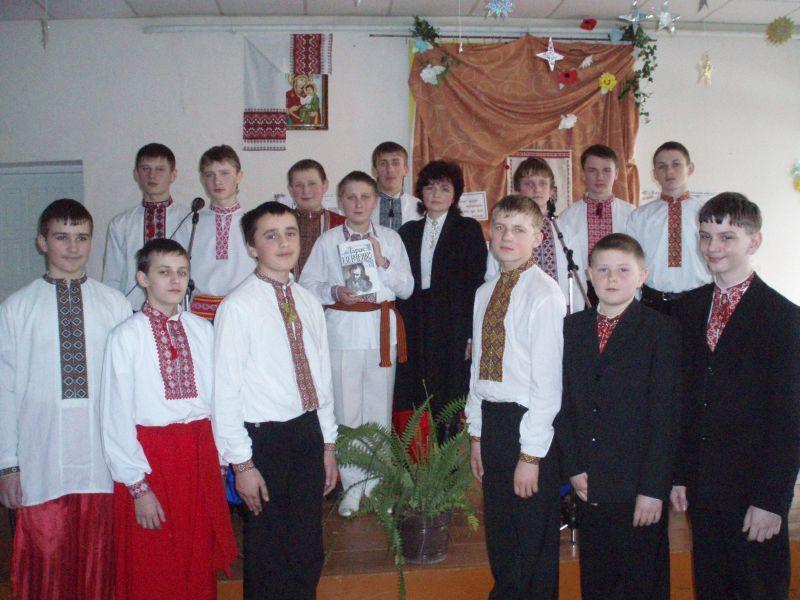 м.Сокаль, освітаА наш кореспондент робить фото на згадку про святкування 195 річниця великого Кобзаря.
