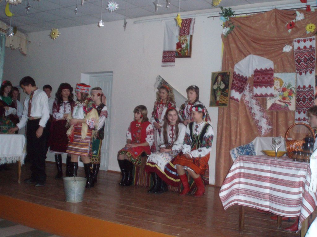 м.Сокаль, освітаНа Андріївські вечорниці запросили учні 5-Б класу(кл.керівник О.О.Васьків). Ох і весело ж там було...