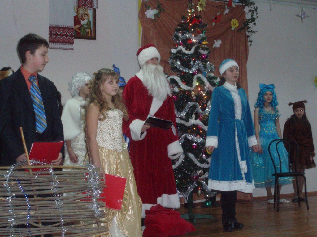 освітаВесело Новий 2009 рік ми святкували і у школі.