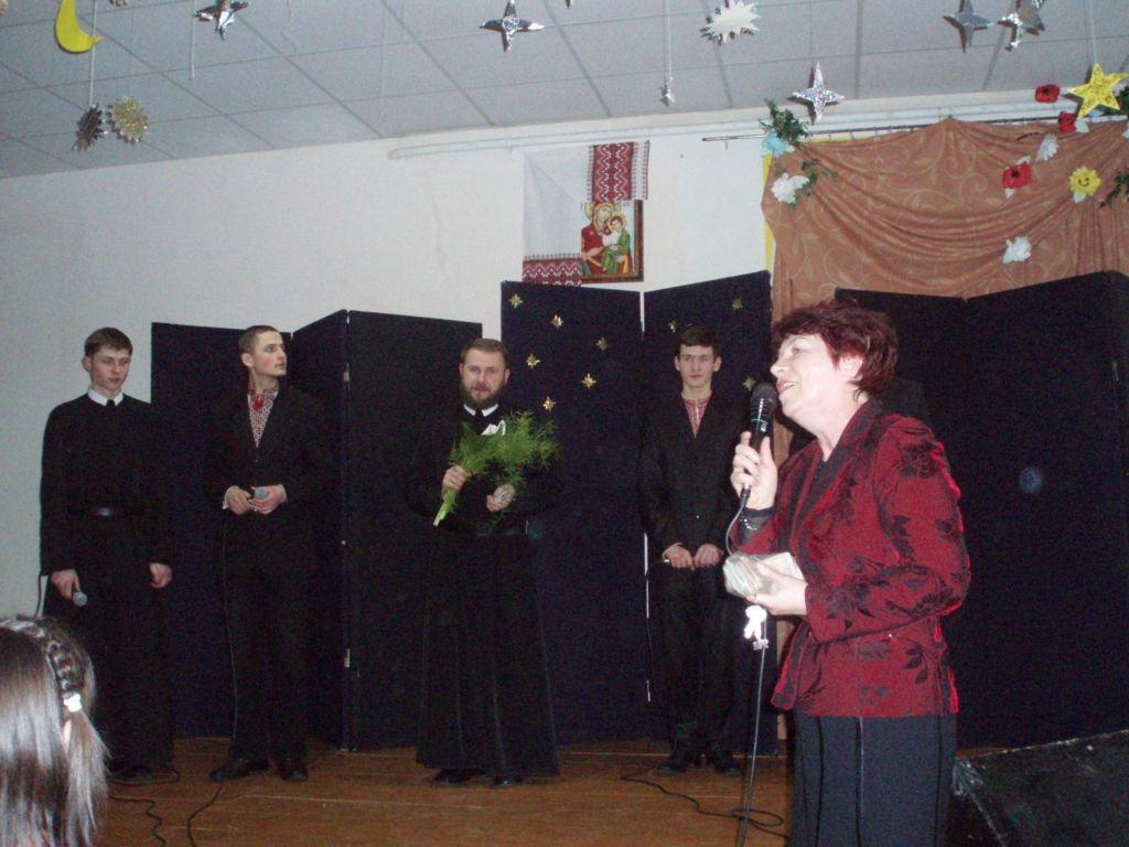 освітаУсі були зачаровані подіями на сцені. І усіх мучило запитання: що заставило таких талановитих юнаків одягти чорну рясу?