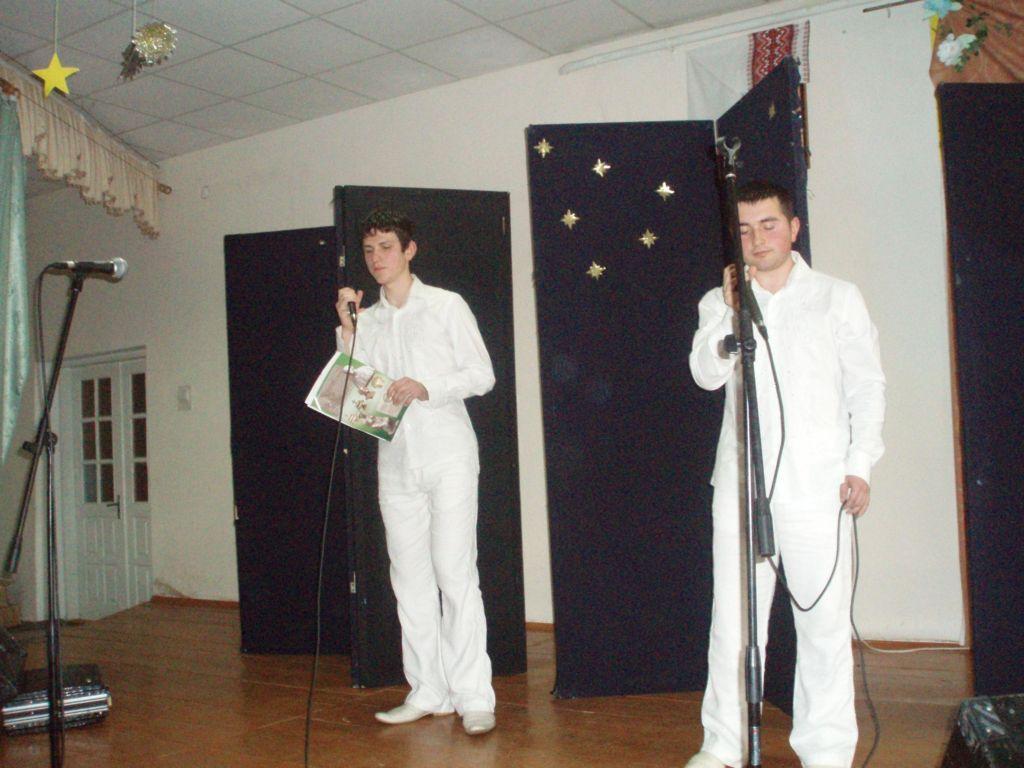 освітаА у яскраво-білому одязі заколядували майбутні священики, студенти Івано-Франківської семінарії