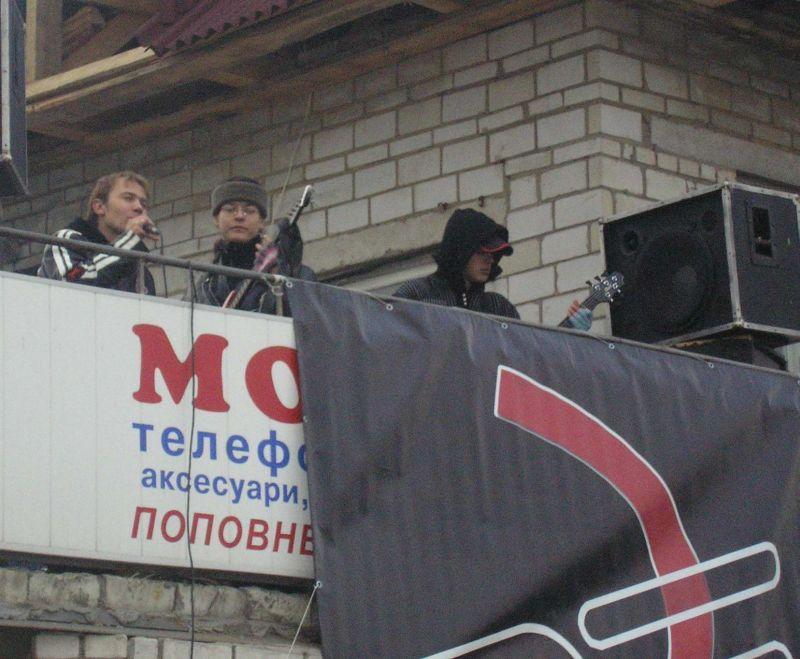 м.Червоноград, Патріоти ринок «Майдан» та гурт «Де Сенс» вшанували 88 річницю проголошення Західної Української Народної Республіки.
