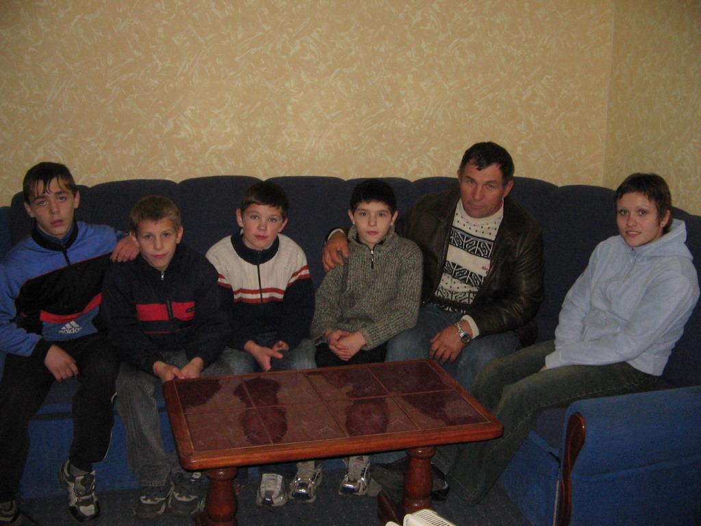 Всеукраїнський турнір з вільної боротьбиЛеонід Абрамов та Наталія Синишин з Соснівськими борьцями